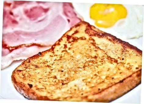 烹饪法式吐司(鸡蛋糊中的炸面包)