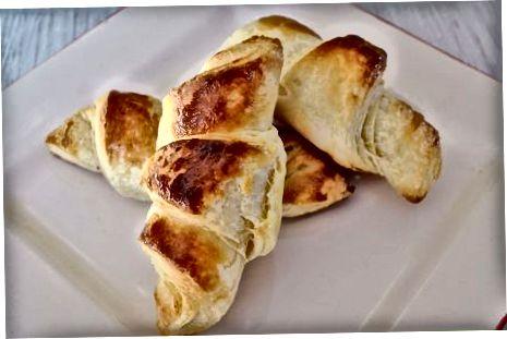 De croissants bakken