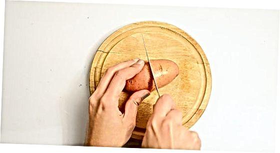 Прављење печених кромпира из чешњака пармезана