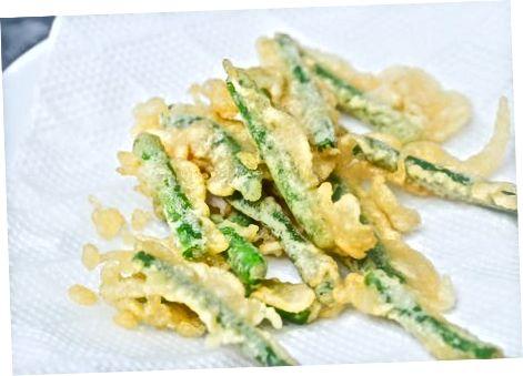 制作面包屑的绿豆薯条