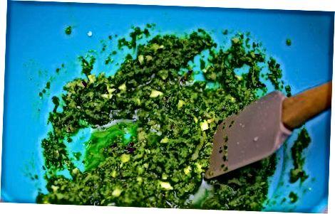 Een avocado-chimichurri-saus maken