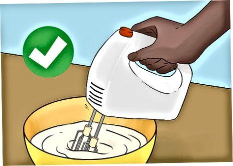 Fazendo sorvete de baunilha com leite condensado