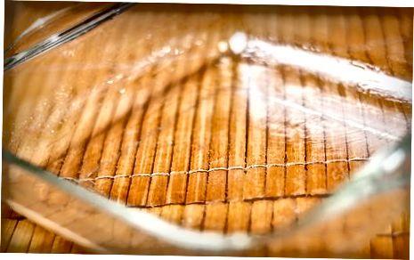 تیلاپیا را با آب لیمو ، کره و قوطی پخت