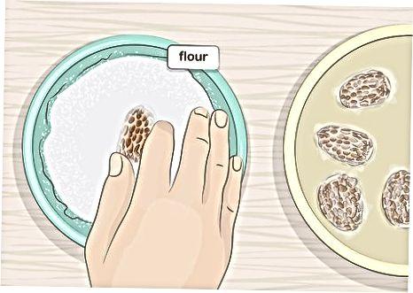 Кување гљива са брашном и маслацем