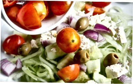 """Kuriant graikiškas """"Zoodle"""" salotas"""