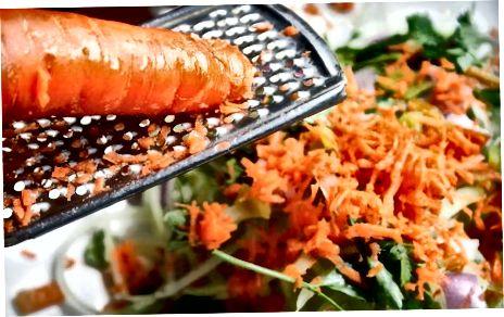 """""""Azijos zoodle"""" salotų sudėjimas"""