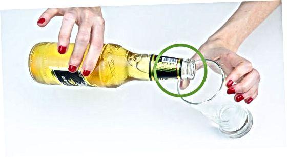 ریختن از بطری ، قوطی یا پارچ
