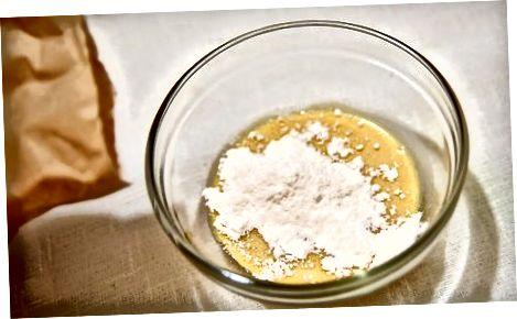 Cardamom და ბროწეულის ხილის custard