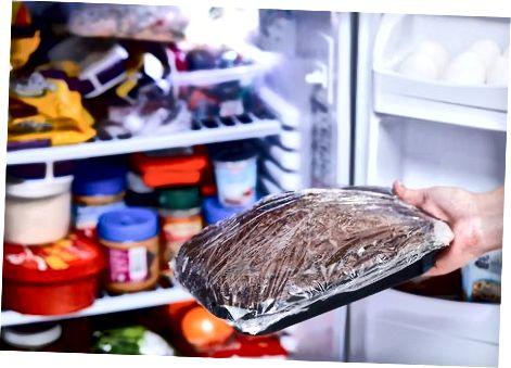 Kuchen im Kühlschrank abkühlen lassen