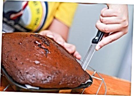 Sovutgichda bir tortni sovutish