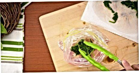 Муздаткандан мурун шпинатты бышыруу