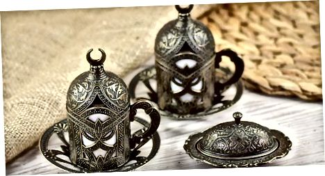Arab qahvasini ichish