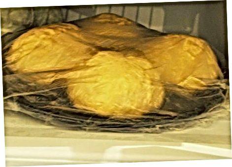 Marrja e brumit të ngrirësve në frigorifer