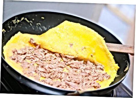 Tonhaltojás omlett készítése