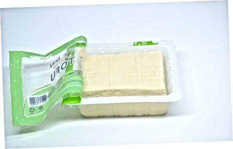 Tofu zubereiten und abtupfen