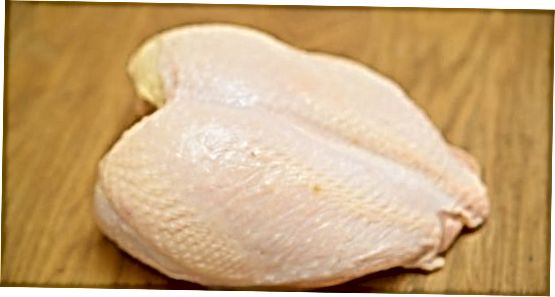 Descongelació i condimentació de la mama de Turquia