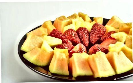 Razporedite sadje na pladnju