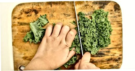 """""""Cheesy"""" Kale Chips"""