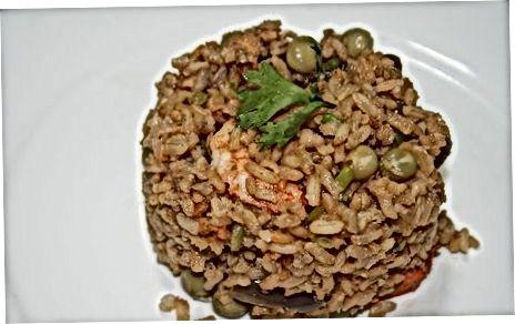 Gebratener Taba Ng Talangka Reis mit gemischten Meeresfrüchten