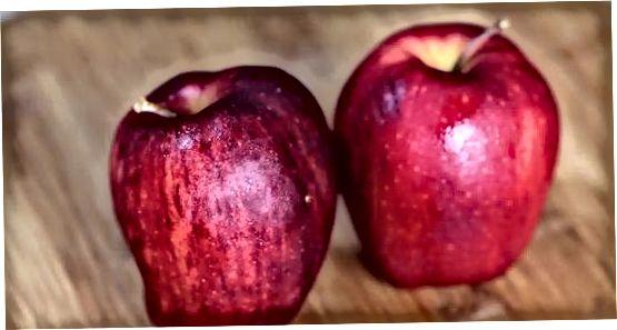 შეაგროვეთ ინგრედიენტები და მოამზადეთ ვაშლი