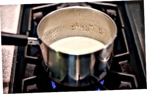 Preparando a cobertura de marshmallow