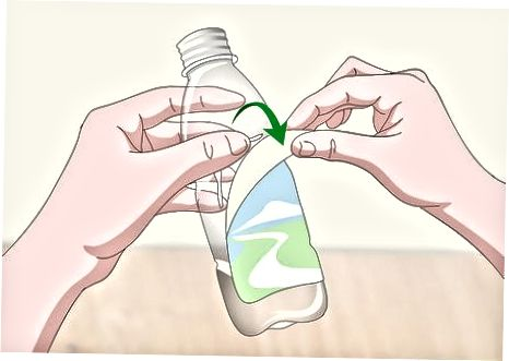 Bashkangjitur etiketat e shisheve të ujit