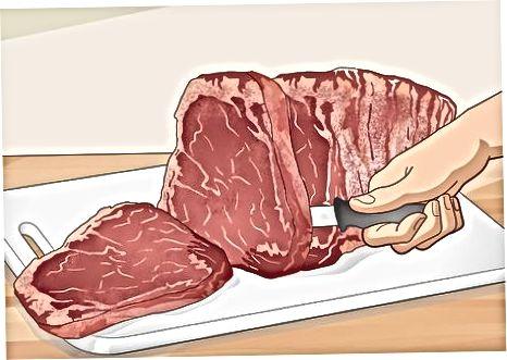 Das Fleisch altern und schneiden