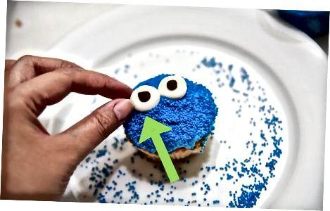 Koekjesmonster Cupcakes maken met blauwe hagelslag