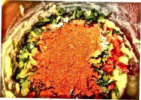 Misturando os ingredientes Rasam