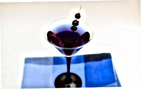 Martini ko'k-xushbo'y aroq bilan qamchilash