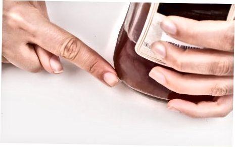 Utilitzeu una decantadora de vi per eliminar el sediment del vi envellit