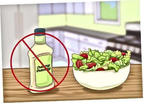 उच्च चरबीयुक्त, उच्च-कोलेस्टेरॉलयुक्त पदार्थ टाळणे