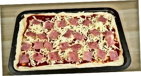 Pizza pirogini yotqizish