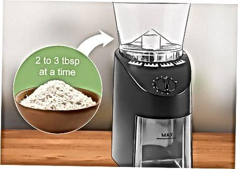 Elaboració de farina d'arròs amb una picadora de cafè