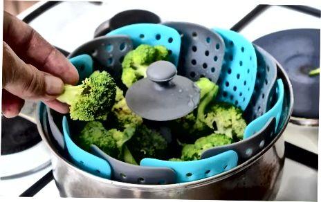 Frischer Brokkoli dämpfen