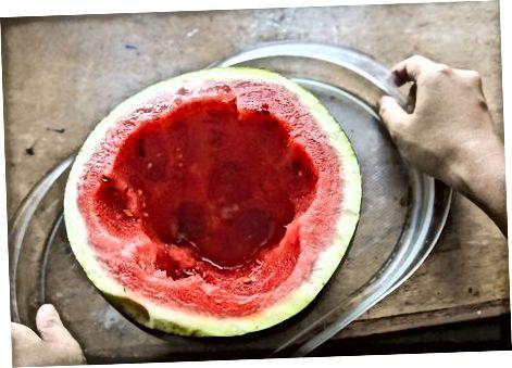 Arbūzo šerbetas arbūzo viduje