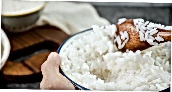 Elaboració d'arròs enganxós de sushi