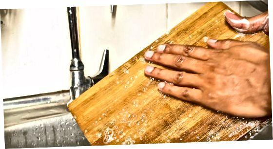 Bambuse lõikelaua pesemine
