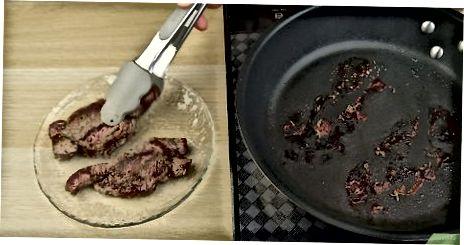 Lammkoteletts und Soße auf dem Herd kochen