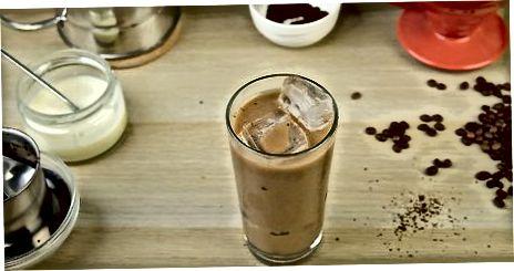 Vietnamesischen Kaffee mit einem Phin machen