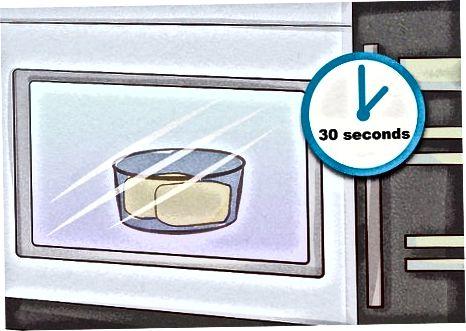 Coca al forn en un microones
