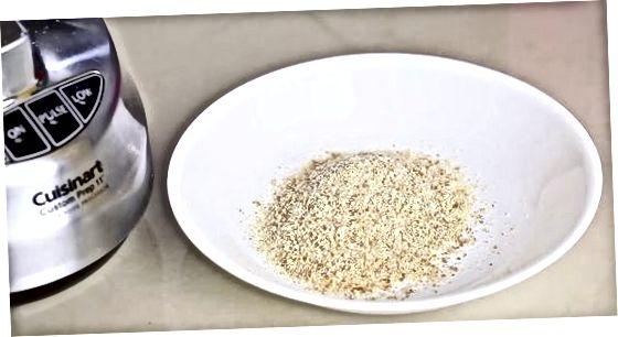Oziq-ovqat protsessori yoki blender bilan non maydalagichini qiling