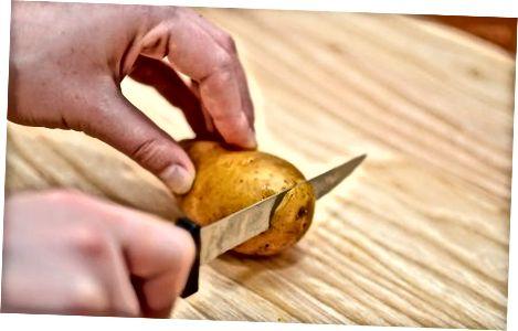 Nulupkite nevirtą bulvę