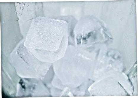 Fazendo um milk-shake de gelo picado