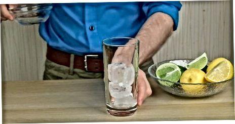 Herstellung eines klassischen Rums und einer Cola