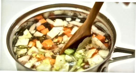 Sopa cremosa de macarrão com frango