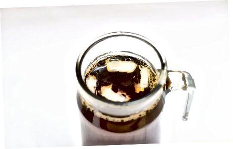 使伯爵茶灰色波旁威士忌拳