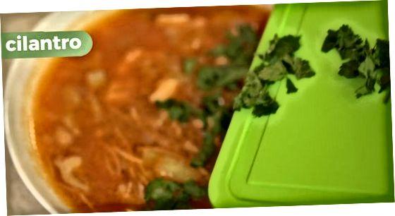 Sopa de macarrão de galinha mexicana