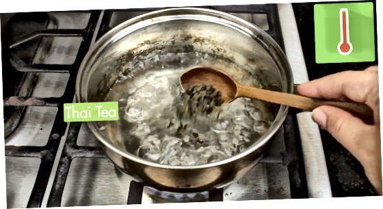 Fazendo chá gelado tailandês rápido
