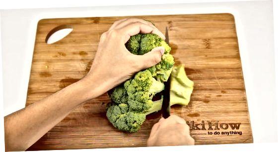 Brokkolini tozalash va kesish